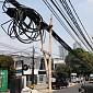 Bersilat Kabel di Langit Jakarta